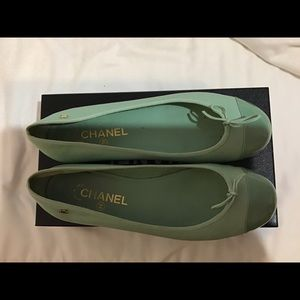 CHANEL PRE OWNED Light Pastel Green CC Logo Bow